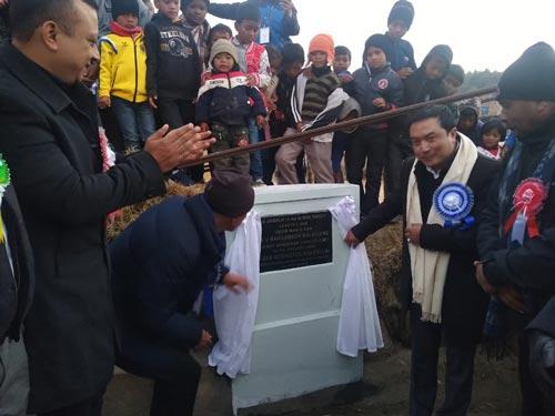 Bah Lambor Malngiang inaugurates  PMGSY Road 1